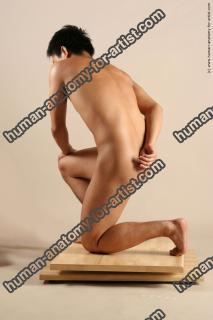 hongo le kneeling 022