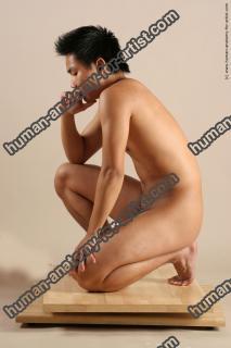 hongo le kneeling 038