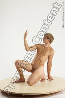 fedor kneeling 04b