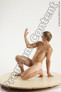 fedor kneeling 05b