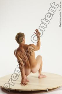 fedor kneeling 10b